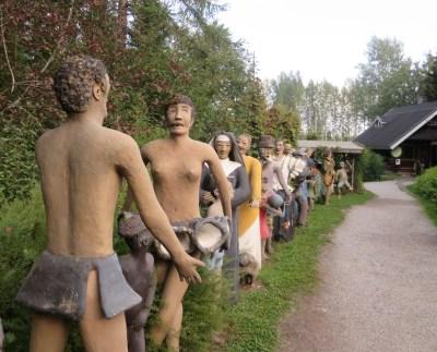 Parikkalan patsaspuiston patsaita.