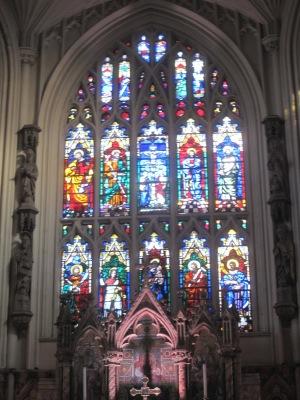 Leeds Minster -kirkon ikkunamaalaus.