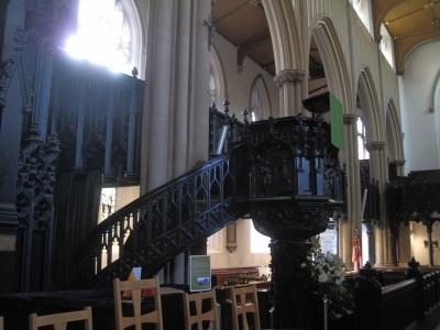Leeds Minster -kirkon saarnatuoli.