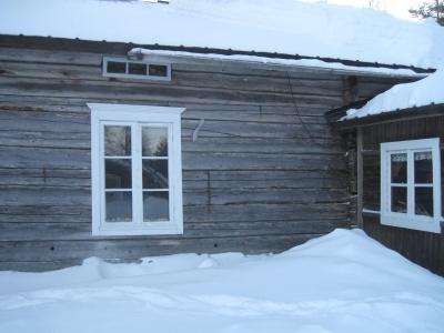 Luminen puinen talo.