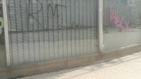 Ruma graffitti ikkunassa.