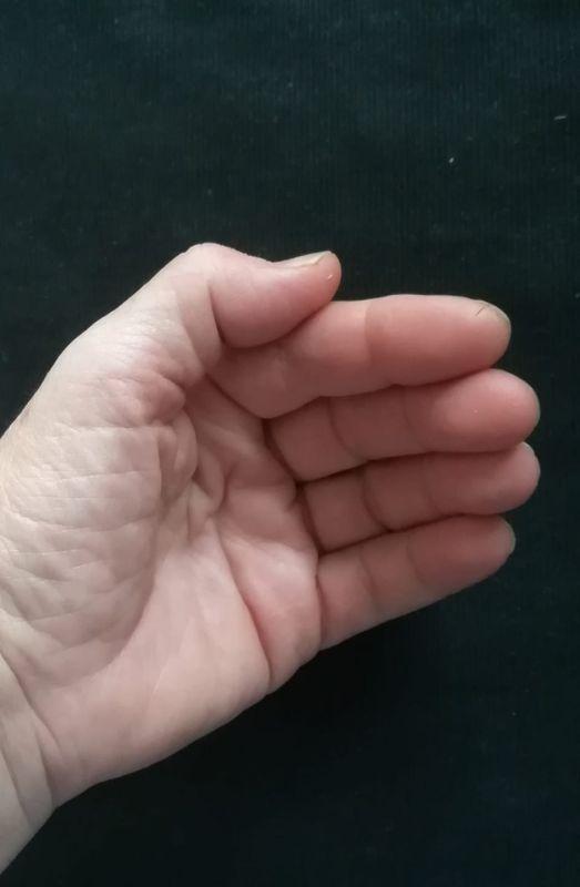 Vasen käsi.