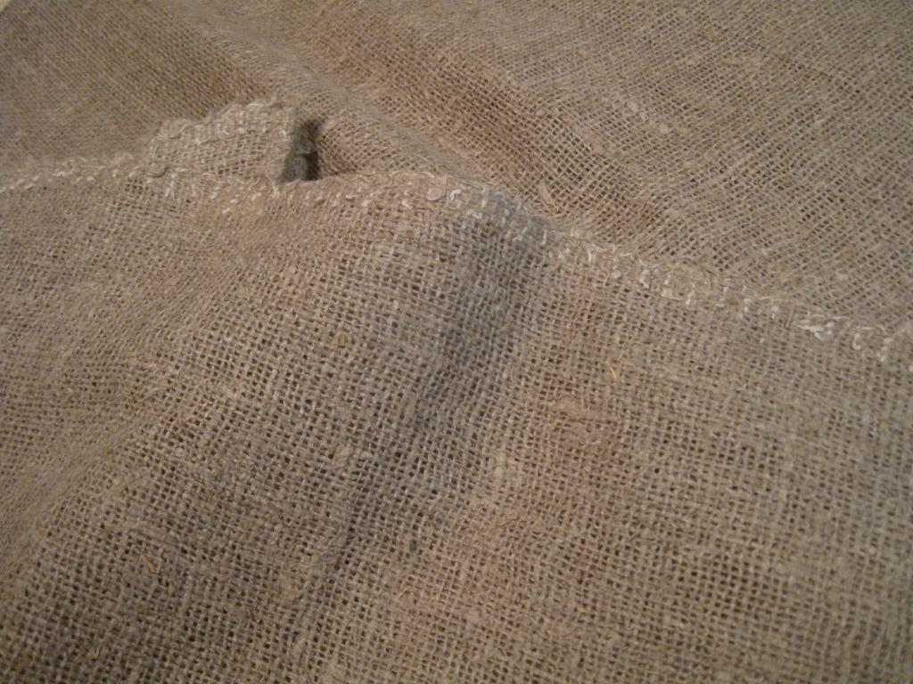 Karkeaa, käsin kudottua pellavakangasta, luonnonvärisenä.